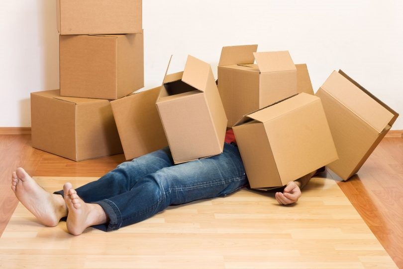 Å flytte kan for de aller fleste føles som selve definisjonen på kaos. Men det kan også by på gylne muligheter, vi forsøker oss på er realt packing party!